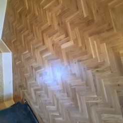 Rustic Oak Blok Flooring – laid in herringbone design with two strip border.